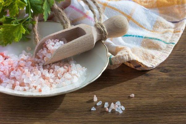 食卓便・ナッシュどちらも塩分量が厚生労働省の推奨基準値を下回っている